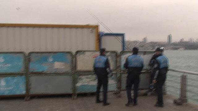 Üsküdar'da bariyerlerin arkasına saklanıp balık tutmak istedi