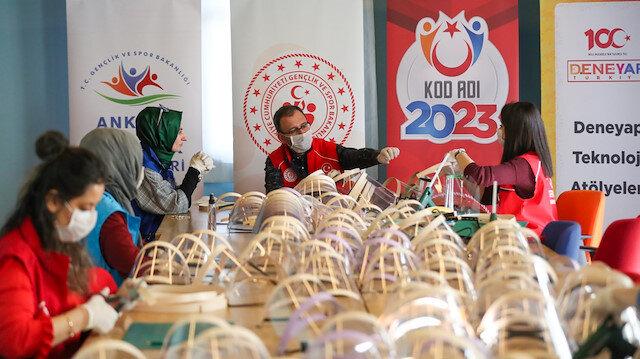 Spor Bakanlığına bağlı Gençlik Merkezlerinde 'korumalı maske' üretimi