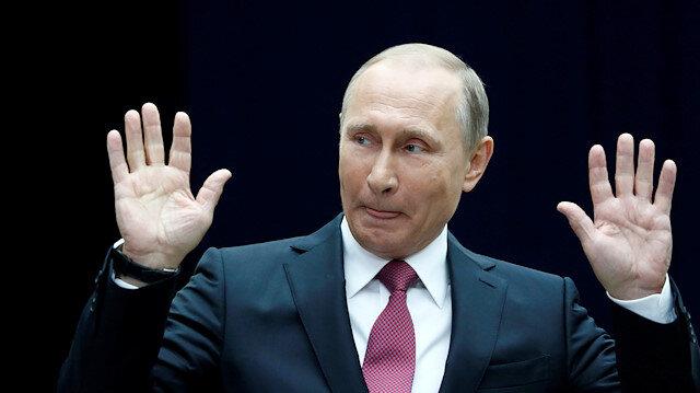 Putin koronavirüse aldırmıyor, tokalaşmaya devam ediyor