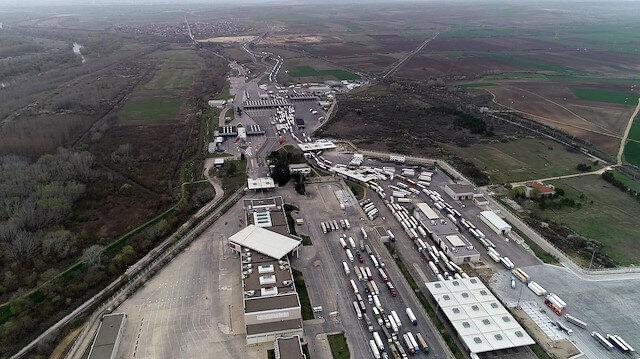 Bulgaristan'da Türk TIR'ları kilometrelerce kuyruk oluşturdu: Türkiye'ye giriş yapmak için 1,5 gün bekledim