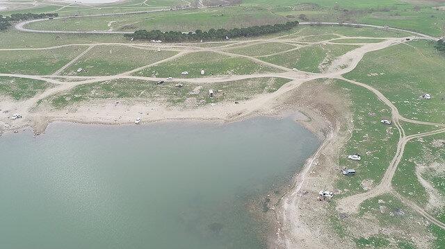 İstanbul'da piknikçiler göl kenarına akın etti: Sazlıdere Barajı'nda balık tuttular