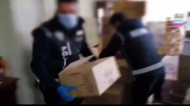 Konya'da bir vatandaş evinde 142 bin eldiven stoklamış