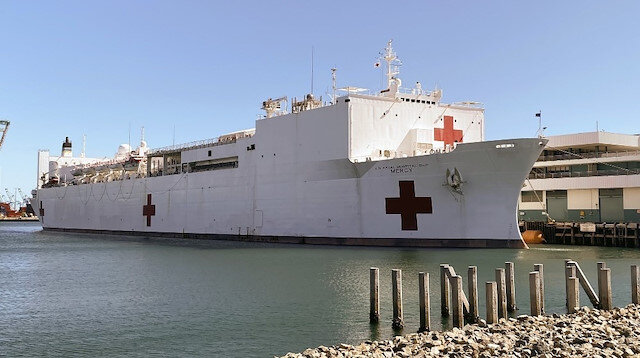 USNS Mercy gemisi limana geldi: Los Angeles'ta en büyük hastane olacak