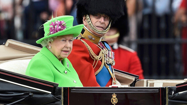 Koronavirüs Kraliçe Elizabeth'e doğum günü kutlatmayacak