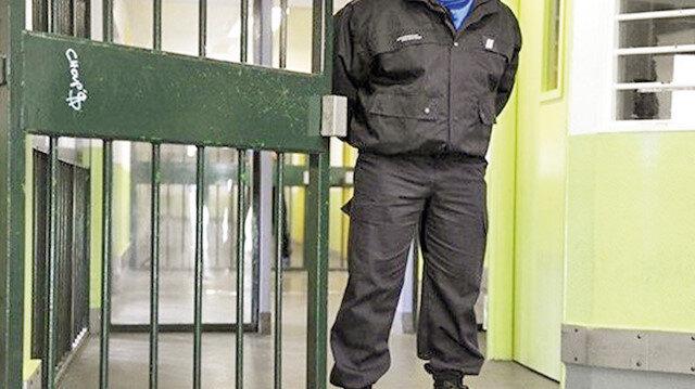 Adalet Bakanı Gül açıkladı: Cezaevi personeli eve gitmeyecek