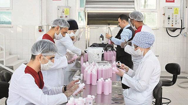 Hükümlüler de seferber oldu: Ayda 1,5 milyon maske üretiyorlar