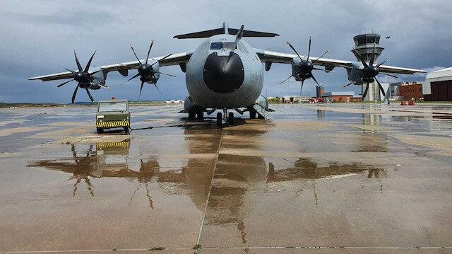 Türkiye'nin gönderdiği yardım uçağı İtalya'ya ulaştı