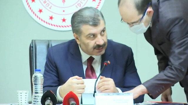 Sağlık Bakanı Fahrettin Koca yanına gelen görevliyi uyardı: Bana yaklaşma!