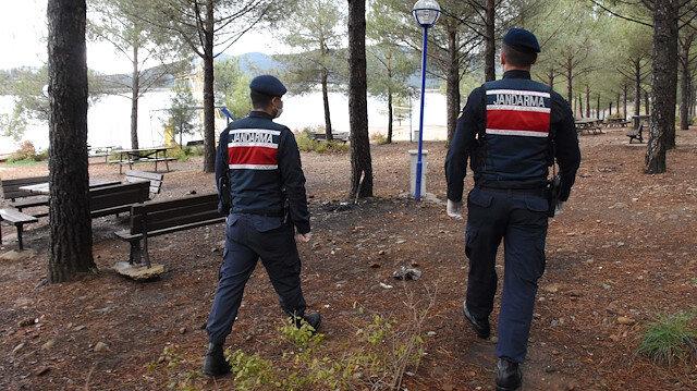 Manisa'da koronavirüs yasaklarını çiğneyen piknikçilere ceza yağdı: 21 kişiye toplam 66 bin lira ceza kesildi