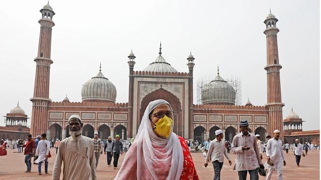 Salgının faturası Müslümanlara kesildi