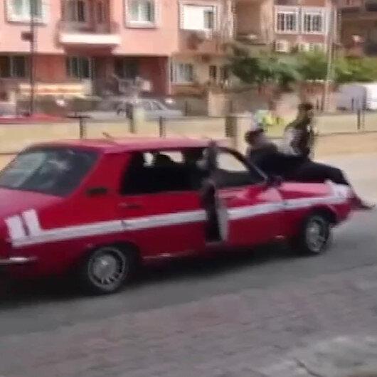 Pes dedirten görüntüler: 10 kişi bir otomobile bindiler