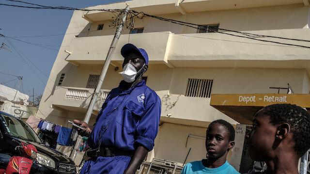 Eto'o ve Demba Ba'dan 'Afrika'da koronavirüs aşı denemesi yapılmalı' diyen Fransız doktorlara tepki: Afrika sizin oyun alanınız değil