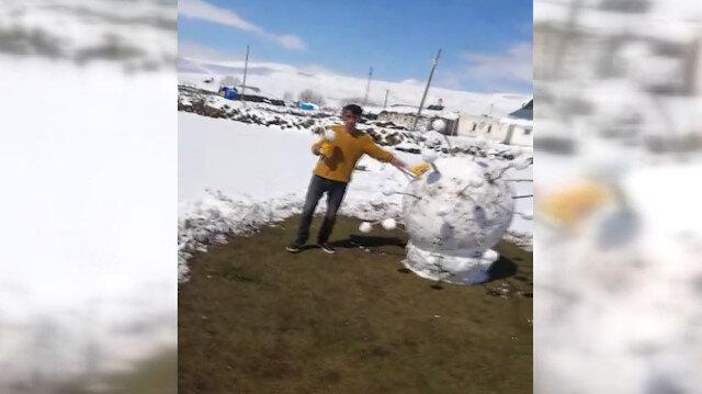 Ardahan'da kardan koronavirüs yaptılar