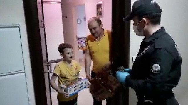 155 hattını arayan çocuğa polislerden oyuncak araba hediyesi