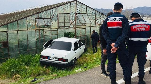Sokağa çıkması yasak olan genç araba kullandı polisten kaçmaya çalışırken kaza yaptı
