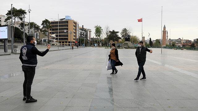Turizm şehri Antalya'da sokaklar sessizliğe büründü