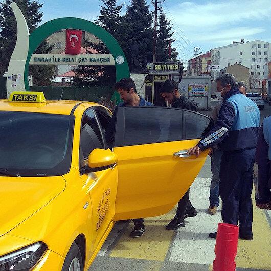 Sokaktaki 20 yaş altı gençler taksiyle evlerine gönderildi