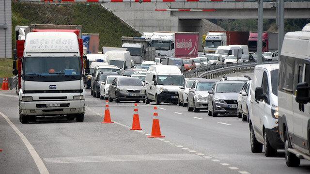 İzmir'de kilometrelerce araç kuyruğu oluştu: 6 kilometre 2 saat sürdü