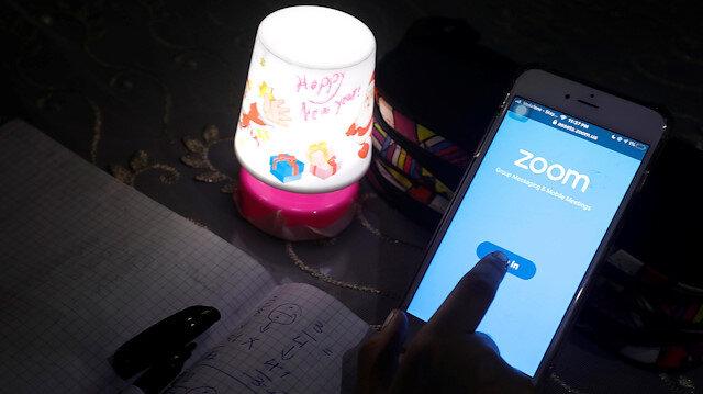 Uzmanına sorduk: Zoom uygulaması öğretmenlerden habersiz ücret mi kesiyor?