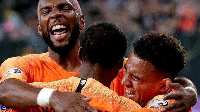 Hollanda Milli Takım futbolcularından kulüplere dev bağış