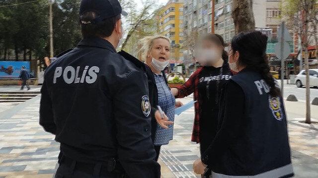 14 yaşındaki kızıyla sokağa çıkan anneden polise: Gezeceğim, sıkıysa haber yapın!