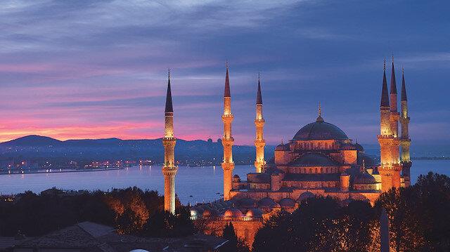 Bu gece Berat Kandili: Müslümanlar, mübarek geceyi evlerinde dua ederek geçirecek