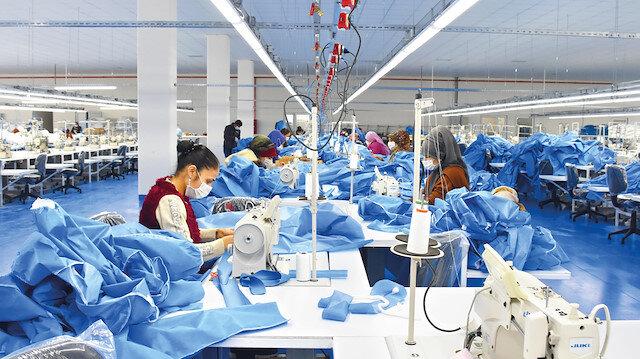Tekstil fabrikasında antibakteriyel tulum üretimi