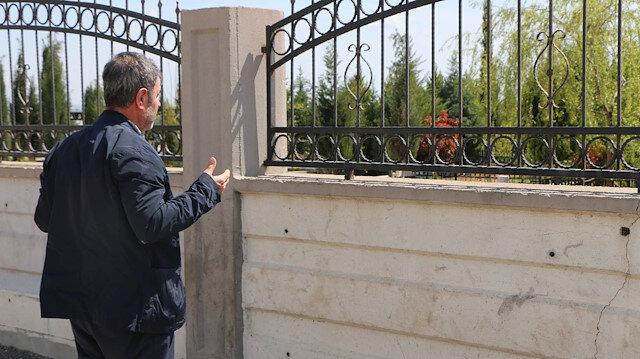 Adıyaman'da mezarlık ziyaretleri yasaklandı: Dışarıdan dua ederek evlerine döndüler