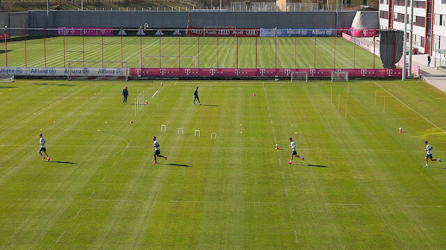 Bayern Münih sosyal mesafe kuralına uyarak antrenmanlara başladı