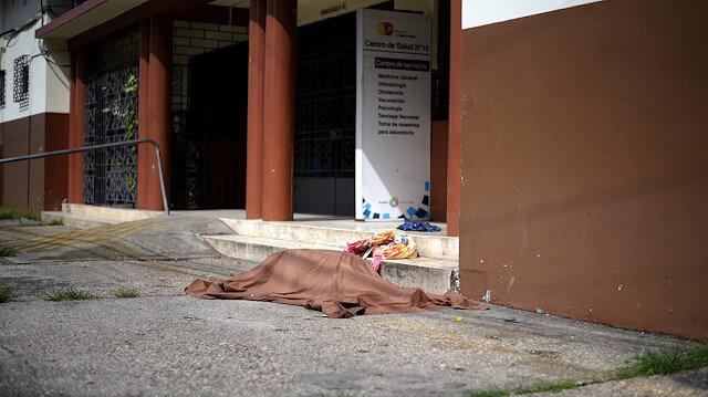 Cesetler sokaklarda bekliyor