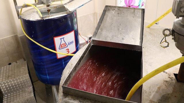 Fabrika gibi okul Türkiye'ye dezenfektan üretiyor