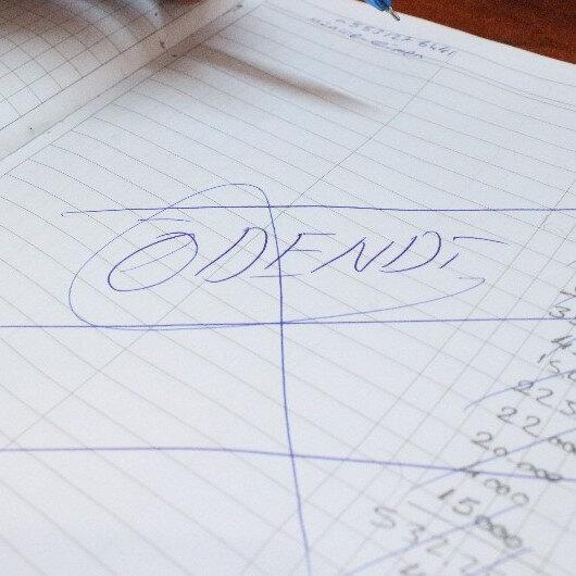 Gizemli hayırsever bu defa Uşak'ta ortaya çıktı: 10 bin liranın üzerinde borcu kapattı