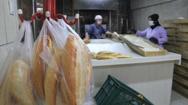 'Biz Bize Yeteriz' diyerek askıda ekmek dağıtıyorlar