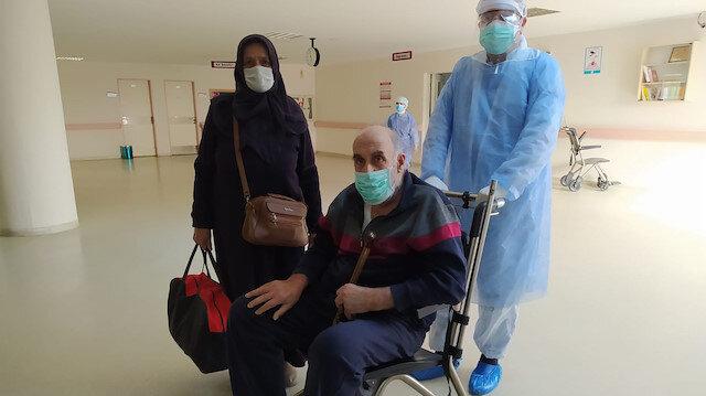 Koronavirüs tedavisi tamamlanan 64 yaşındaki hasta taburcu edildi: Alkışlarla evine gönderildi