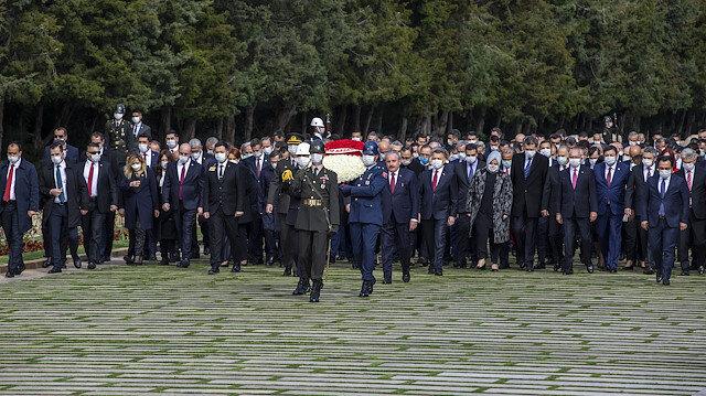 CHP Sözcüsü Öztrak pandemi nedeniyle tepki çeken törenlere Cumhurbaşkanı Erdoğan'ın katılmamasını eleştirdi