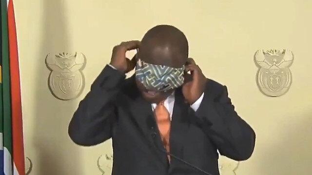 Güney Afrika Devlet Başkanı Ramaphosa'nın maske ile imtihanı