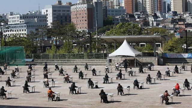 Güney Kore'den 'koronavirüs' önlemi: Açık havada sosyal mesafeli sınav