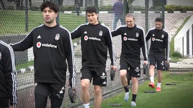 Beşiktaş sosyal mesafe kurallarına uygun olarak antrenman yaptı