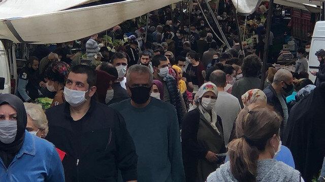 İstanbul'da endişelendiren görüntü: Şişli'deki semt pazarında iç içe alışveriş yaptılar