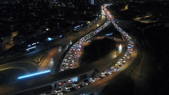 Bursa'da akılalmaz görüntü: Kısıtlama bitti, kilometrelerce araç kuyruğu oluştu