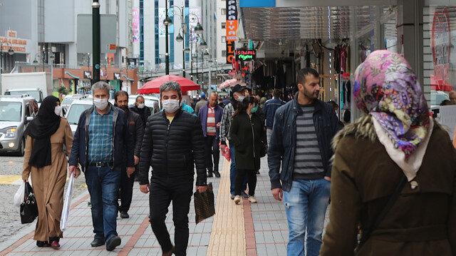 Rize'de vaka sayıları azaldı sokaklar doldu taştı: İkinci dalga uyarısı