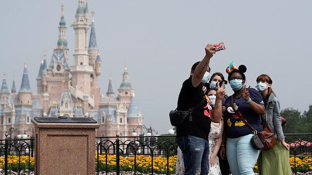 Çin'de koronavirüs vakaları yeniden artarken Disneyland kapılarını açıyor