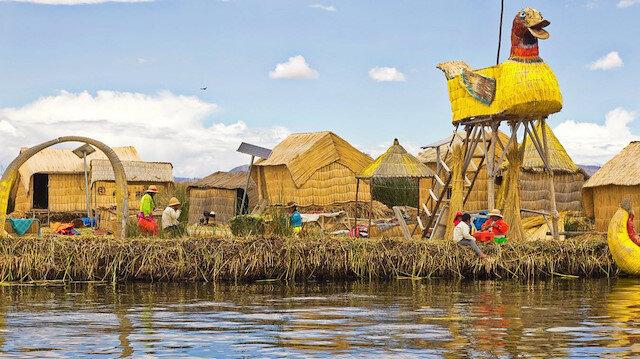 Titicaca'nın yüzen adalarında yaşayan bir halk: Urular