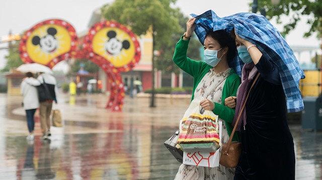 Çin'de koronavirüs vakaları yeniden artarken Disneyland açılıyor