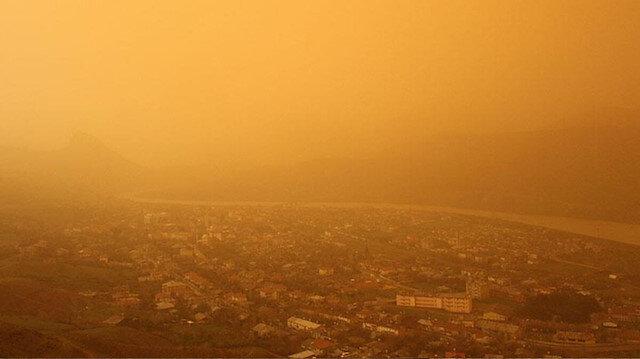 Atmosfer daha kızıl olacak:  Çöl tozları batıdan Türkiye'ye doğru geliyor