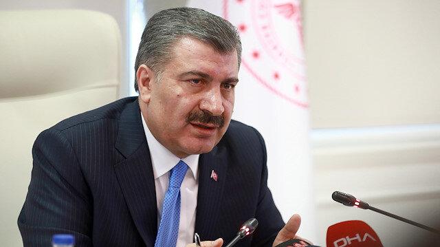 Sağlık Bakanı Koca'dan AVM önlerinde oluşan kuyruklarla ilgili uyarı: Çok yakınlık normalden tez ayrılık getirir