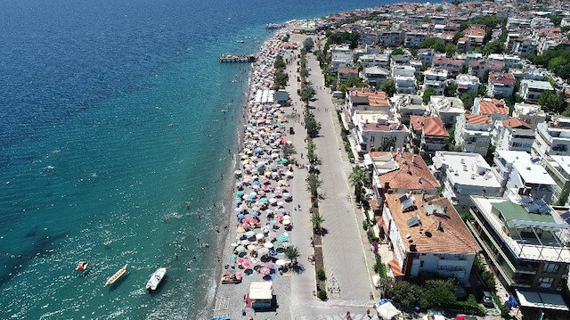 Bakan Ersoy şartları açıkladı: Sosyal mesafeli tatil başlıyor