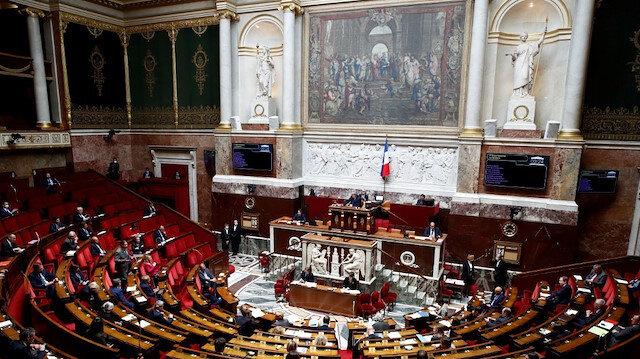 Fransız Parlamentosu'ndan sosyal medyayı denetleyecek yasa geçti