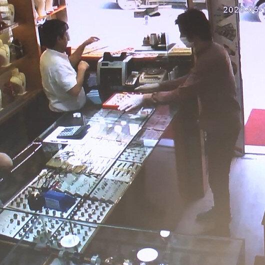Cerrahi maskeyle kuyumcu hırsızlığı kamerada