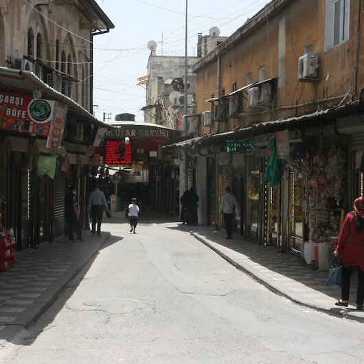 Sokakları koronavirüs değil 40 dereceye ulaşan sıcaklar boşalttı